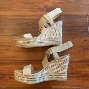 Charles by Charles David tan woven wedge size 10